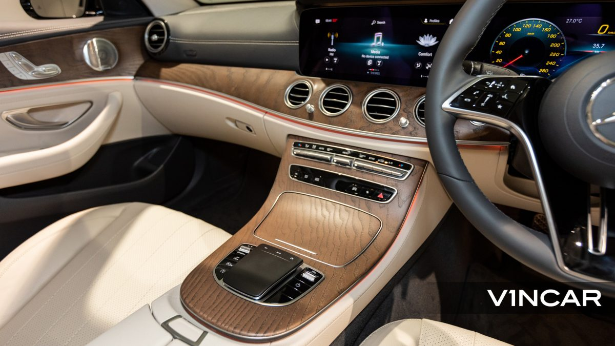 Mercedes-Benz E200 Saloon Exclusive (FL2021) - Center Console