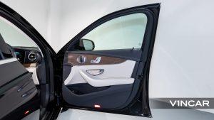 Mercedes-Benz E200 Saloon Exclusive (FL2021) - Front Door