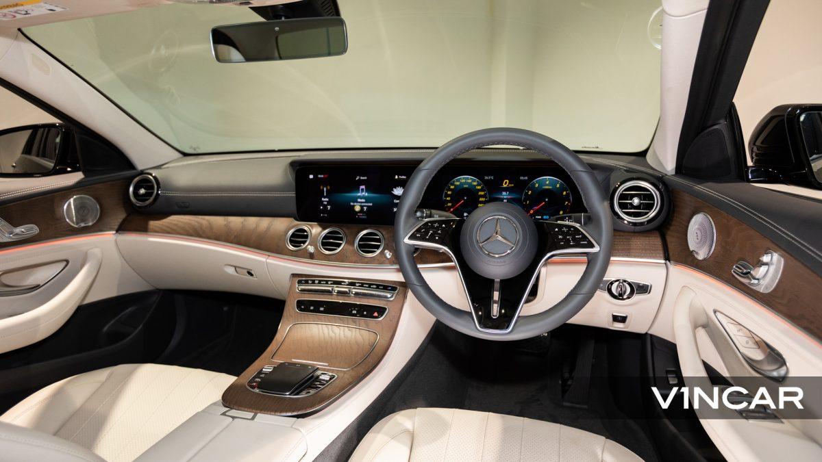 Mercedes-Benz E200 Saloon Exclusive (FL2021) - Interior Dash