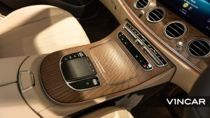 Mercedes-Benz E200 Saloon Exclusive (FL2021) - Touchpad