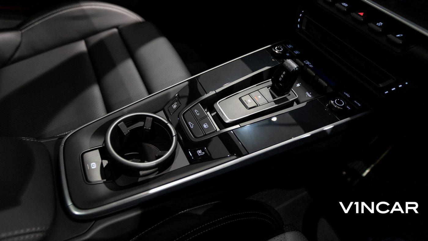 Porsche 911 Carrera (GT Silver Metallic) - Center Console