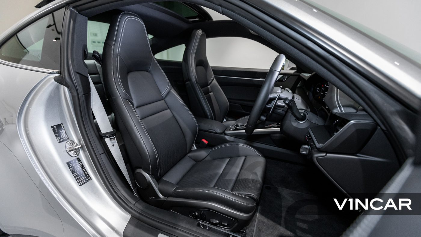 Porsche 911 Carrera (GT Silver Metallic) - Driver Seat