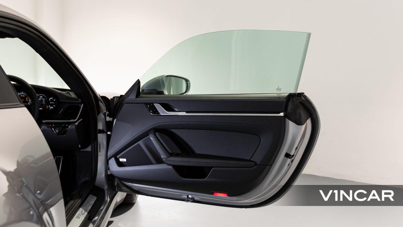 Porsche 911 Carrera (GT Silver Metallic) - Front Door