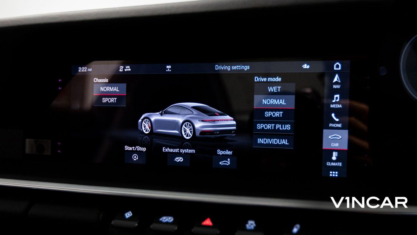 Porsche 911 Carrera (GT Silver Metallic) - Infotainment Display