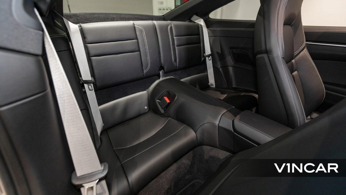 Porsche 911 Carrera (GT Silver Metallic) - Rear Seat