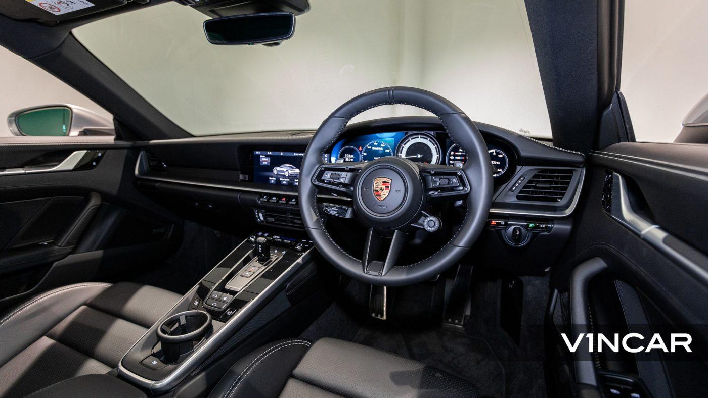 Porsche 911 Carrera (GT Silver Metallic) - Steering Wheel
