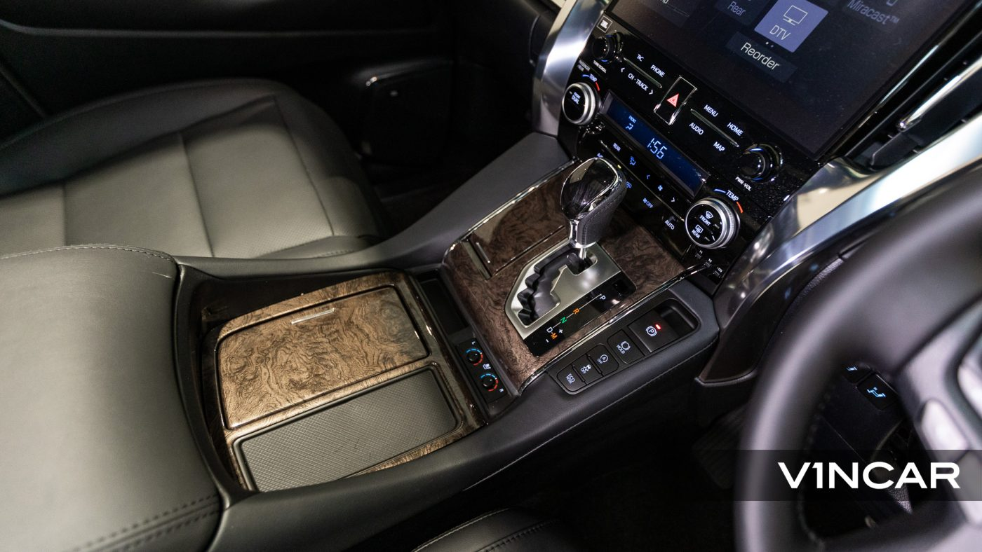 Toyota Alphard 3.5 Executive Lounge S (FL2020) - Center Console