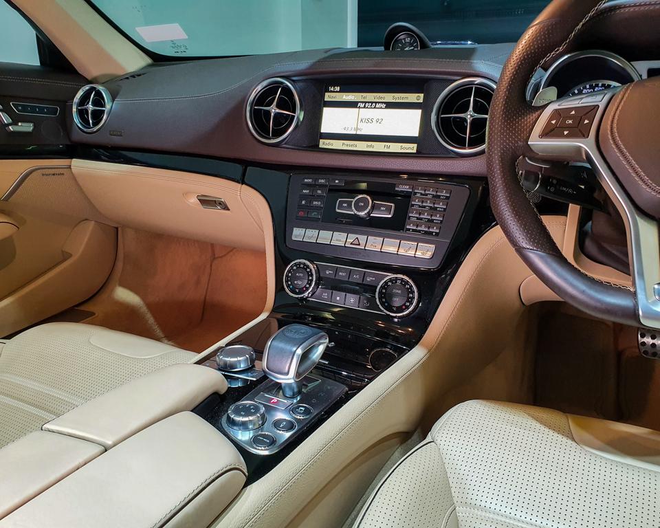 2013 Mercedes-Benz SL-Class SL63 AMG - Center Console