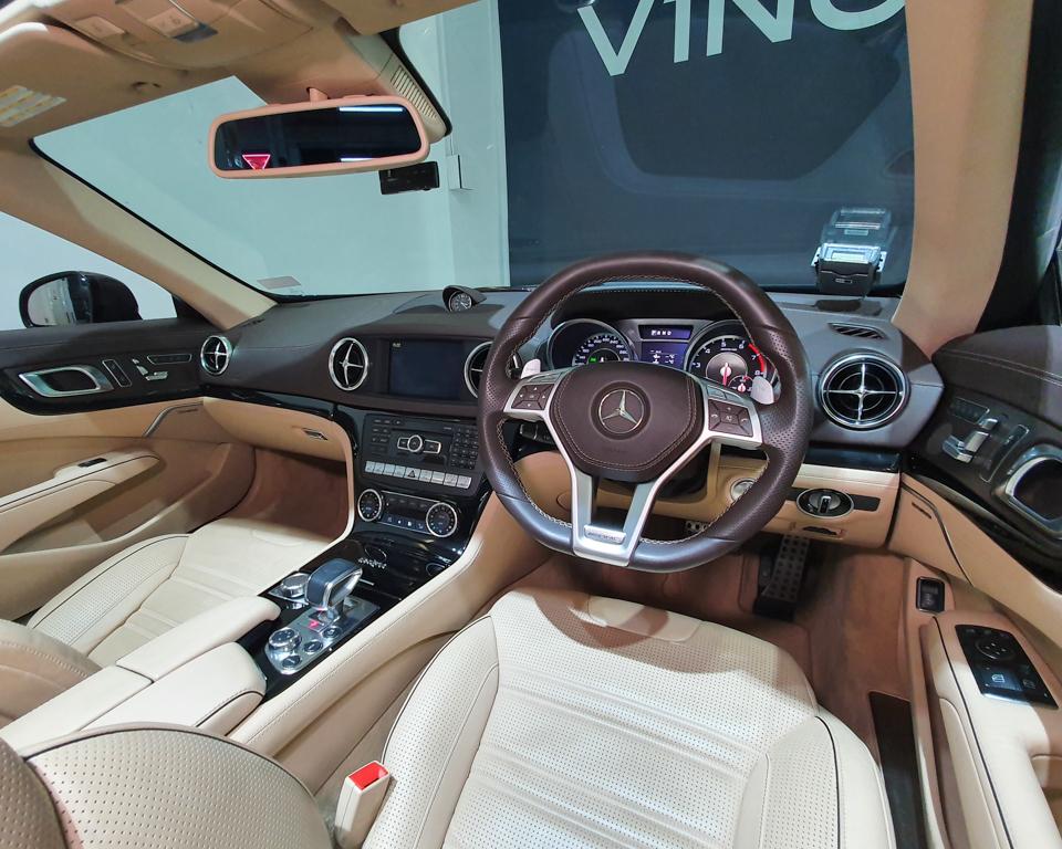 2013 Mercedes-Benz SL-Class SL63 AMG - Steering Wheel