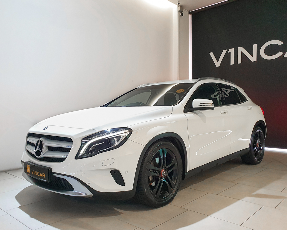 2014 Mercedes-Benz GLA-Class GLA200 Urban Edition - Front Angle
