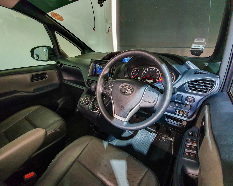 2015 toyota voxy 2.0a x | now available at vincar