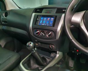 2016 Nissan Navara NP300 Double-Cab - Center Console