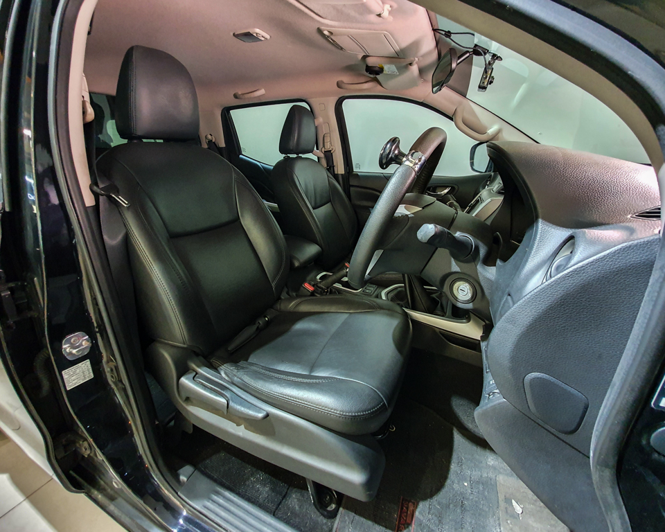 2016 Nissan Navara NP300 Double-Cab - Driver_s Seat