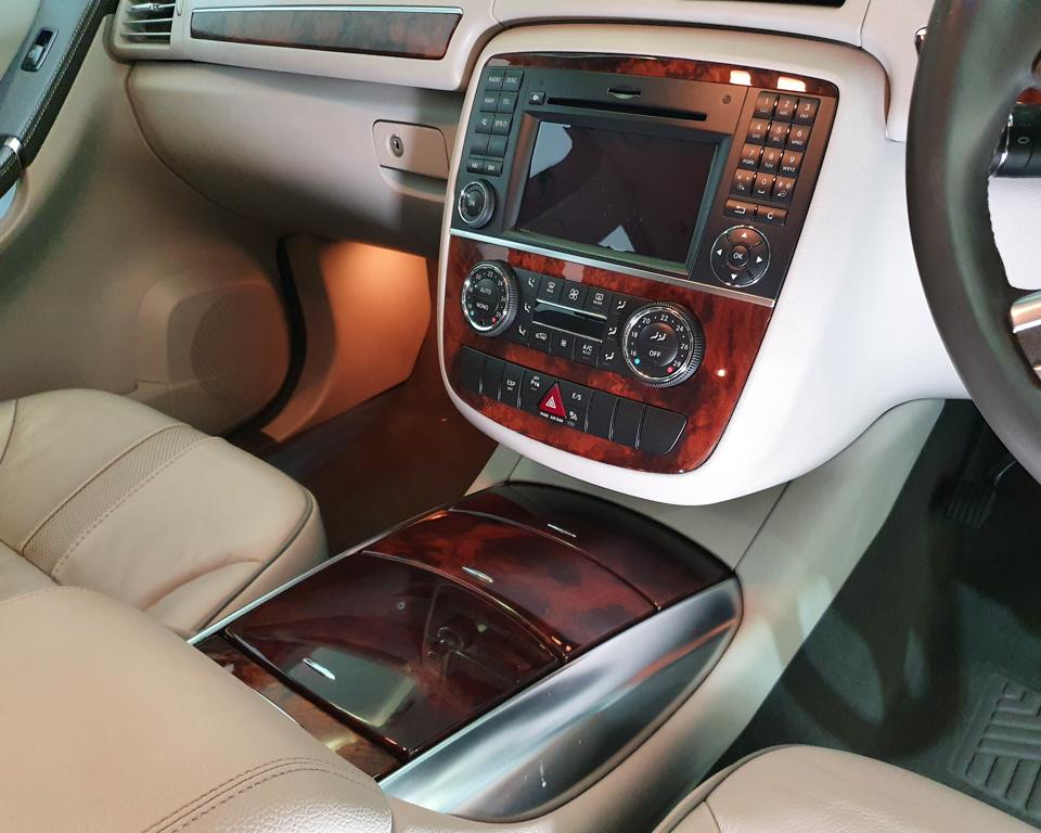 2011 Mercedes-Benz R-Class R350L (New 10-yr COE) - Infotainment System