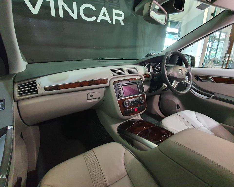 2011 Mercedes-Benz R-Class R350L (New 10-yr COE) - Interior Dash