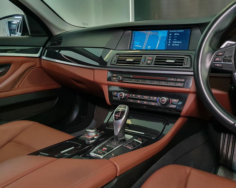 2012 BMW 5 Series 520i (New 10-yr COE) - Center Console