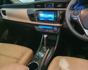 2015 Toyota Corolla Altis 1.6A Classic - Centre Console