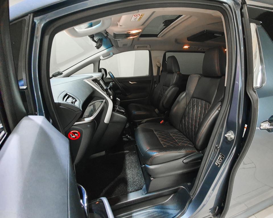 2015 Toyota Vellfire 2.5A Z - Front Passenger