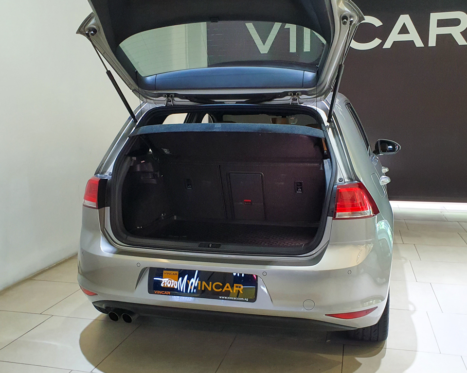2016 Volkswagen Golf 1.4A TSI Sunroof - Boot Space