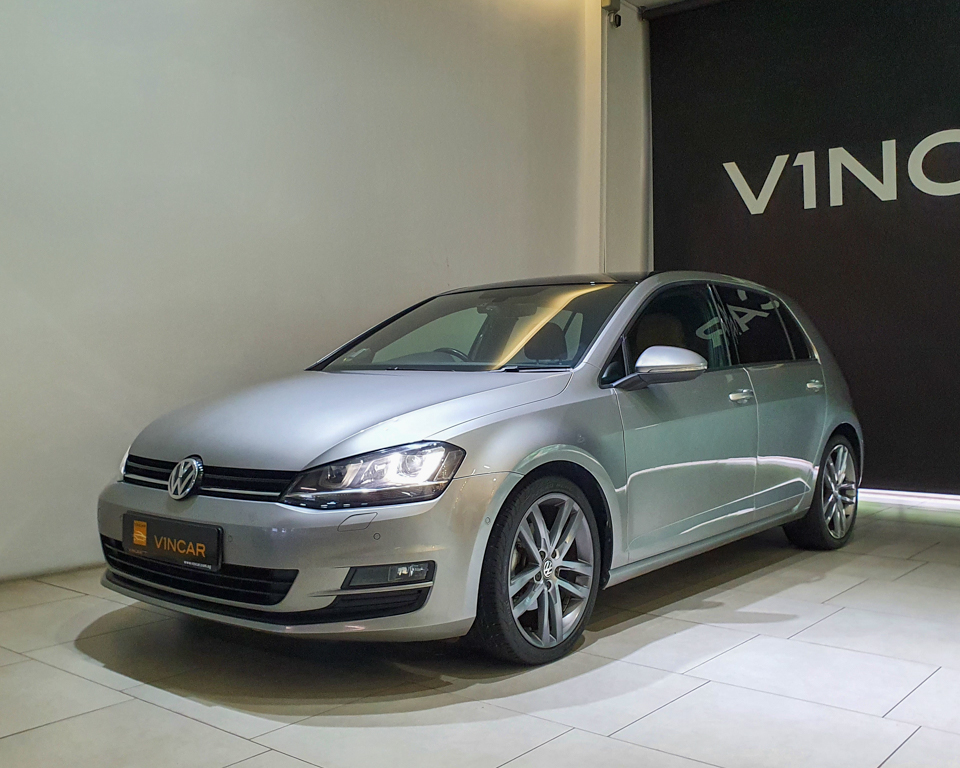2016 Volkswagen Golf 1.4A TSI Sunroof - Front Angle