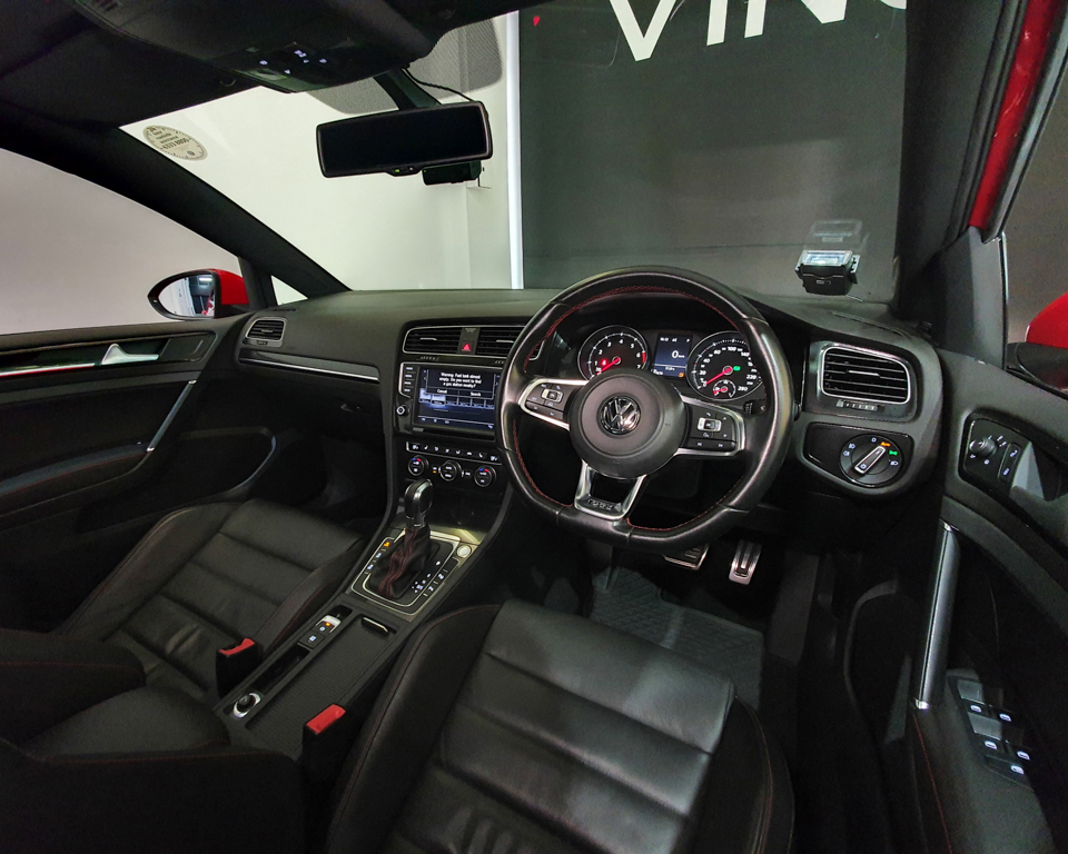 2016 Volkswagen Golf GTI 5DR Sunroof - Steering Wheel