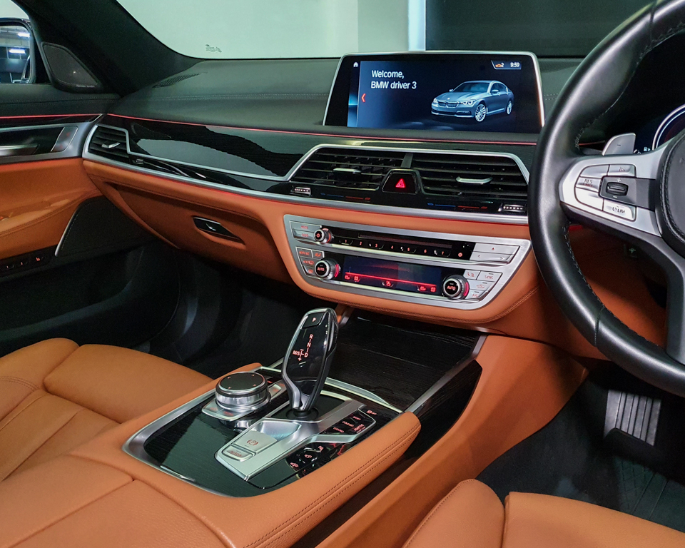2019 BMW 7 Series 730i M-Sport Sunroof - Centre Console