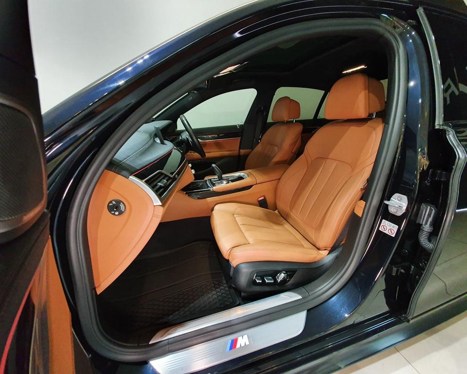 2019 BMW 7 Series 730i M-Sport Sunroof - Front Passenger Seat