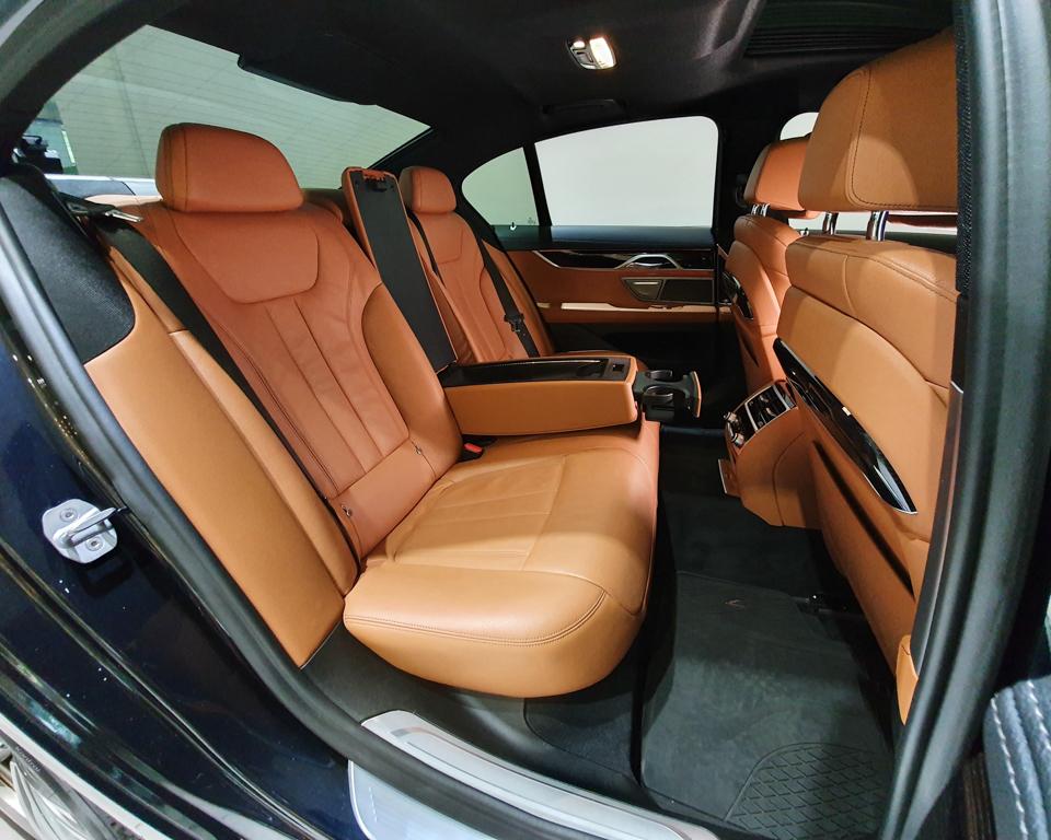 2019 BMW 7 Series 730i M-Sport Sunroof - Rear Seat