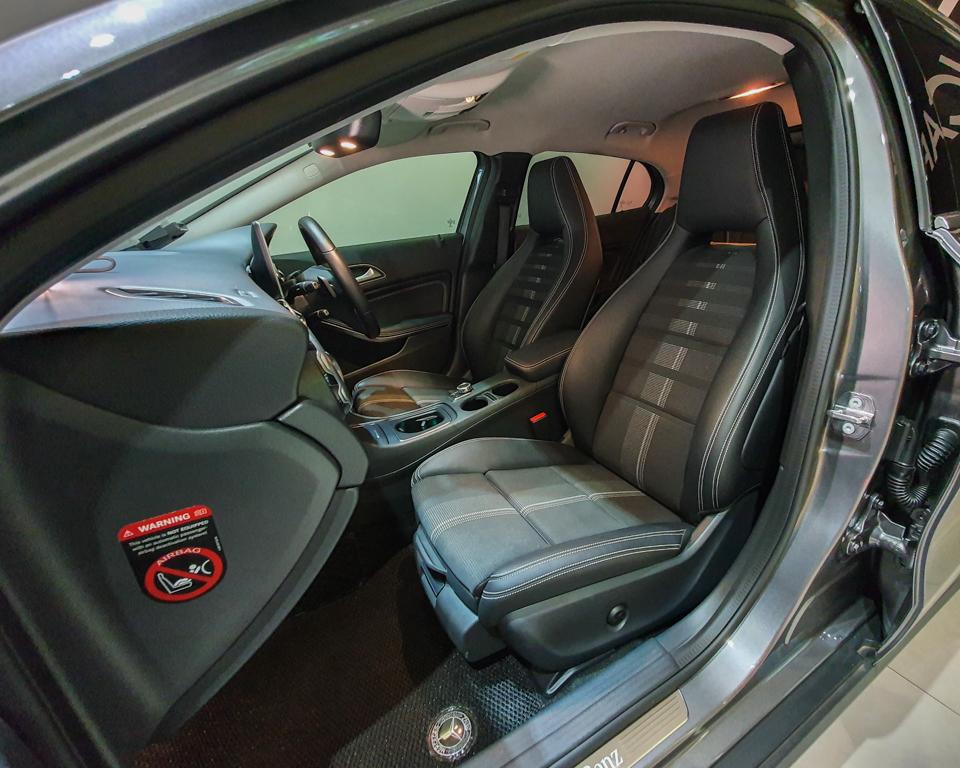 2020 Mercedes-Benz GLA-Class GLA180 Urban Edition - Front Passenger Seat