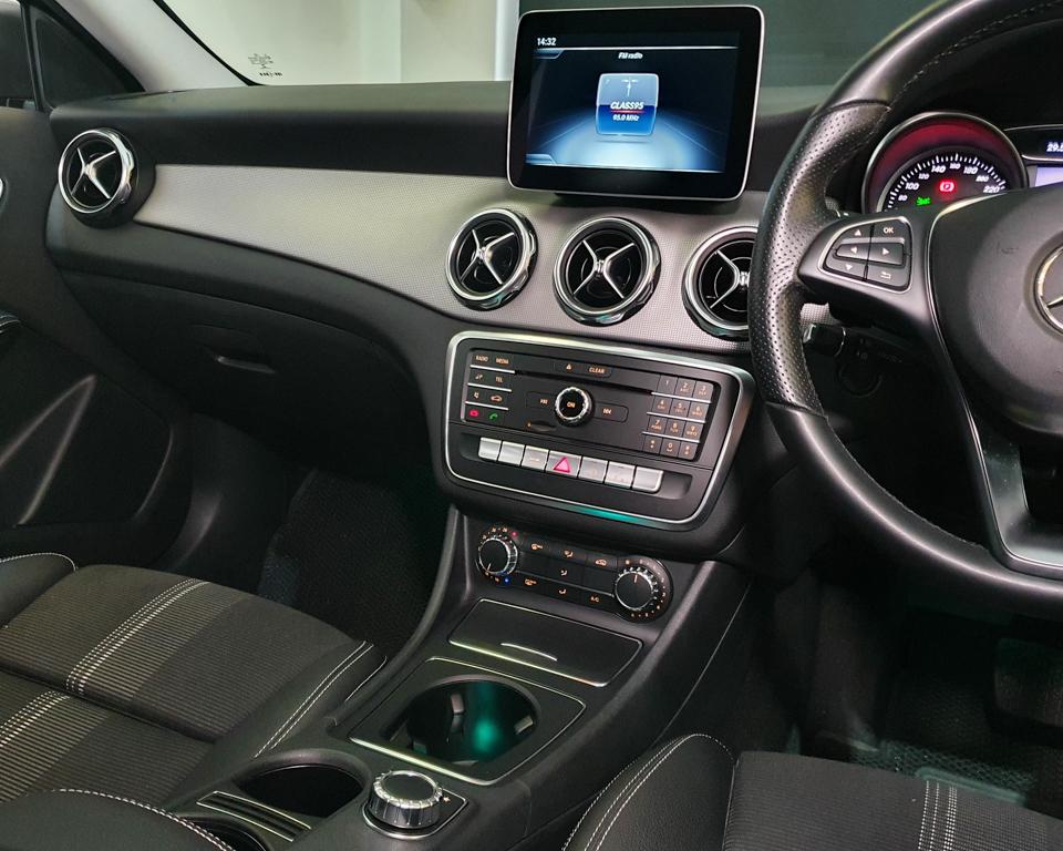 2020 Mercedes-Benz GLA-Class GLA180 Urban Edition - Infotainment