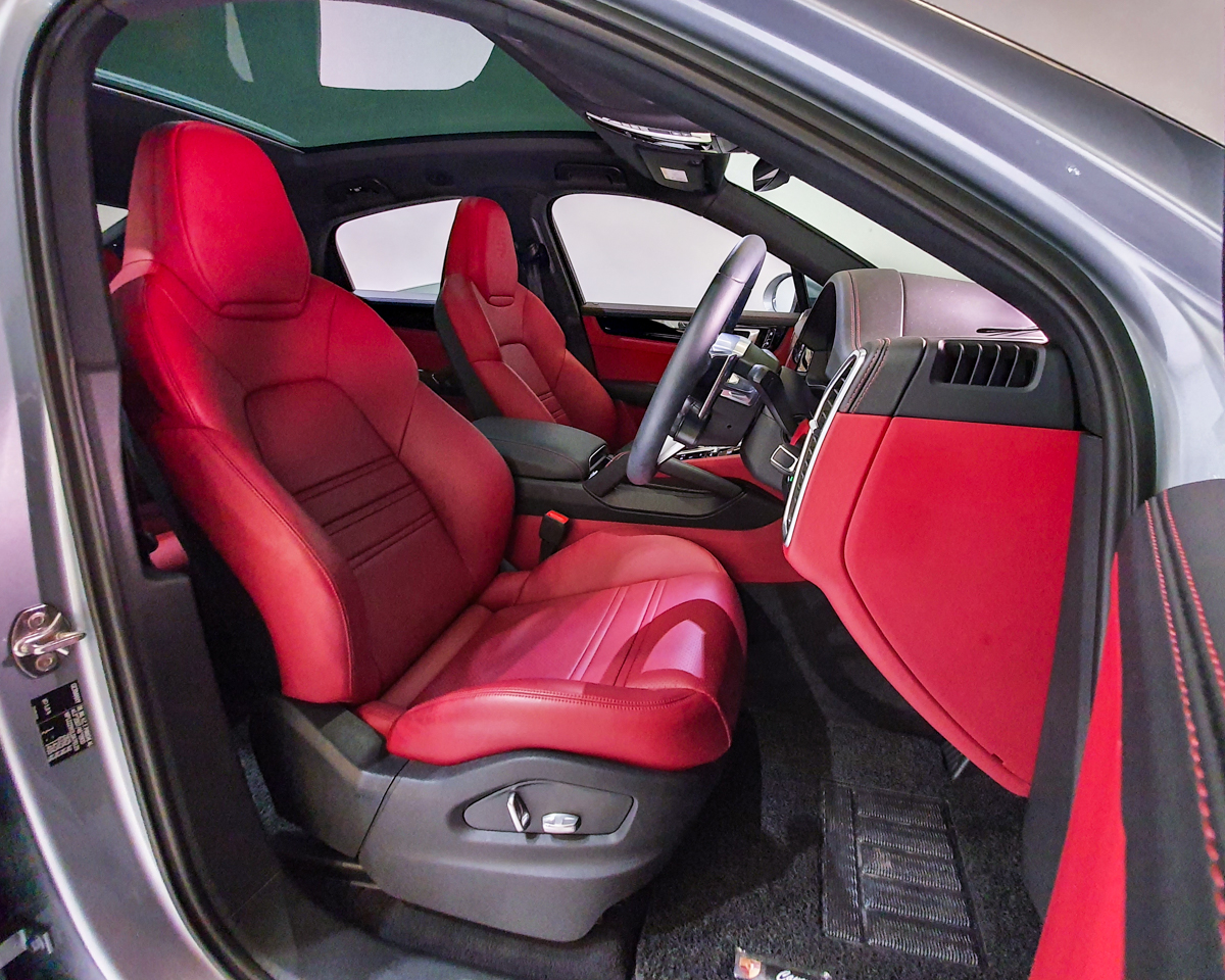 2020 Porsche Cayenne S Coupe 2.9A - Driver_s Seat