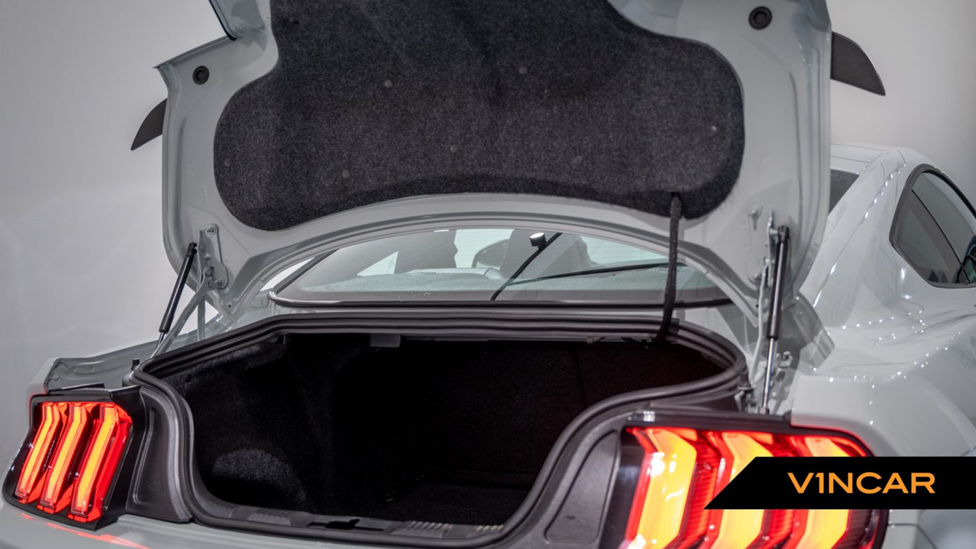 Ford Mustang 5.0 V8 Mach 1 Fastback - Boot Space