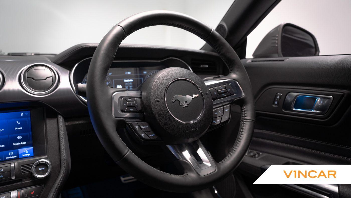 Ford Mustang 5.0 V8 Mach 1 Fastback - Steering Wheel