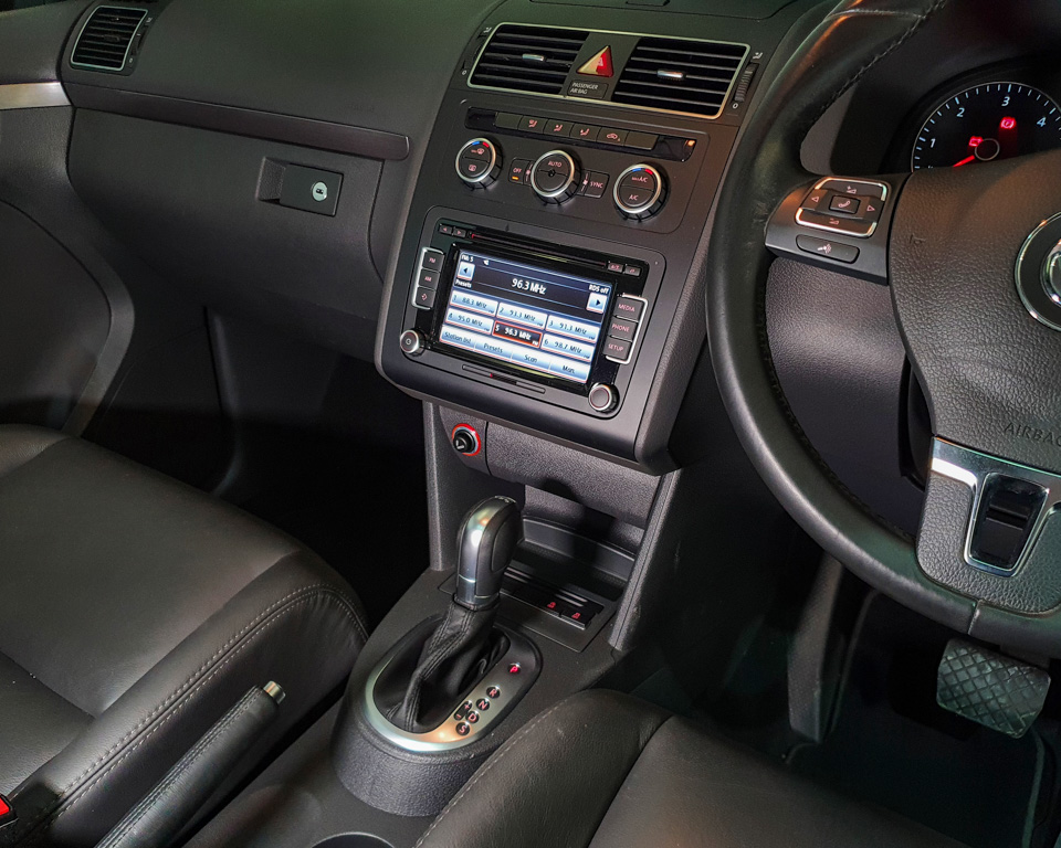 2014 Volkswagen Touran Diesel 1.6A TDI Sunroof - Centre Console