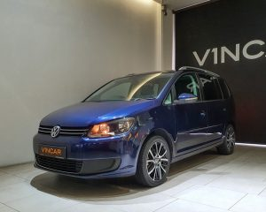 2014 Volkswagen Touran Diesel 1.6A TDI Sunroof - Front Angle