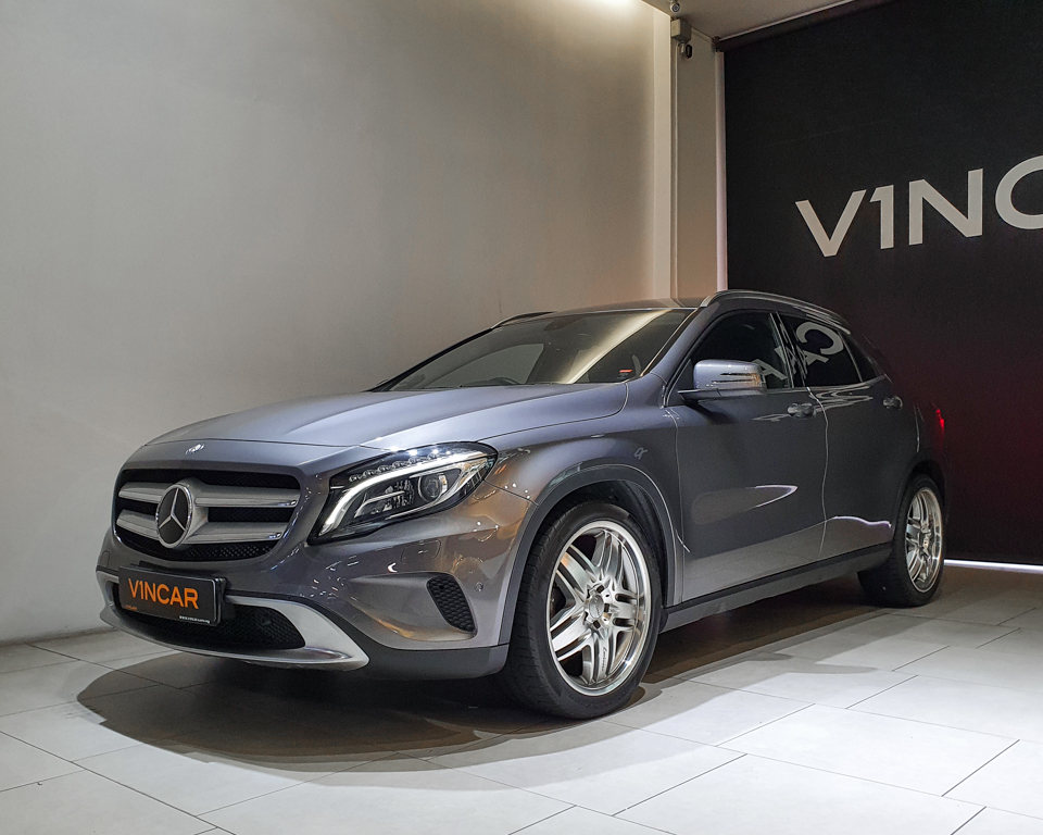 2015 Mercedes-Benz GLA-Class GLA200 - Front Angle