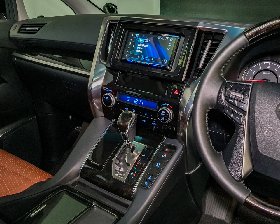 2015 Toyota Vellfire 2.5A Z G-Edition Moonroof - Centre Console