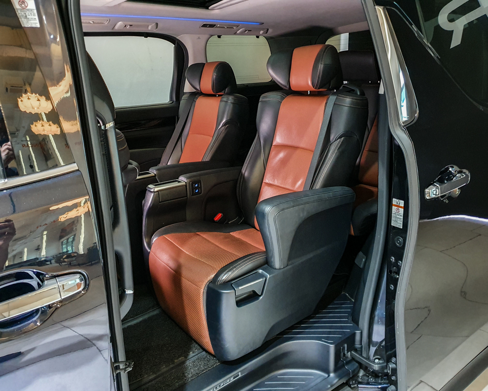 2015 Toyota Vellfire 2.5A Z G-Edition Moonroof - Rear Seat