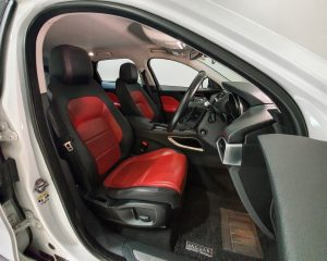 2017 Jaguar F-PACE Diesel 2.0A R-Sport - Driver Seat