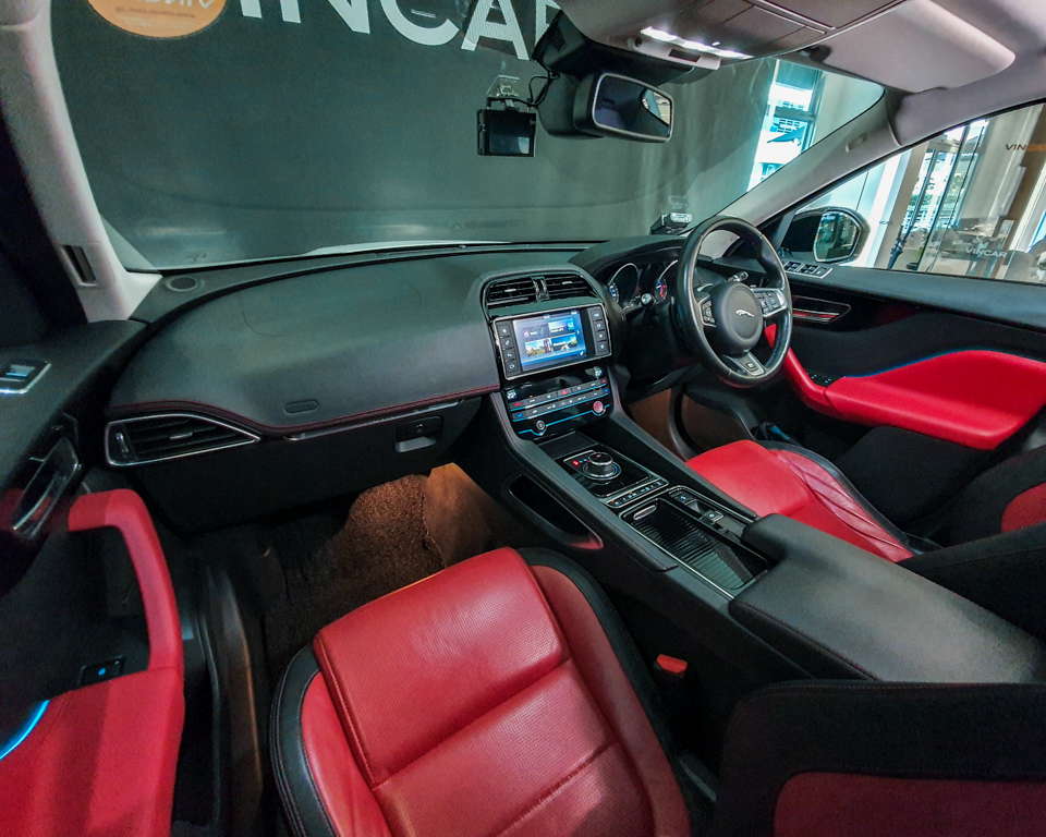 2017 Jaguar F-PACE Diesel 2.0A R-Sport - Interior Dash