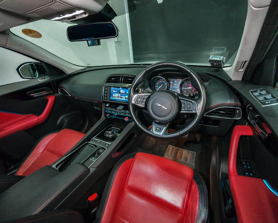2017 Jaguar F-PACE Diesel 2.0A R-Sport - Steering Wheel