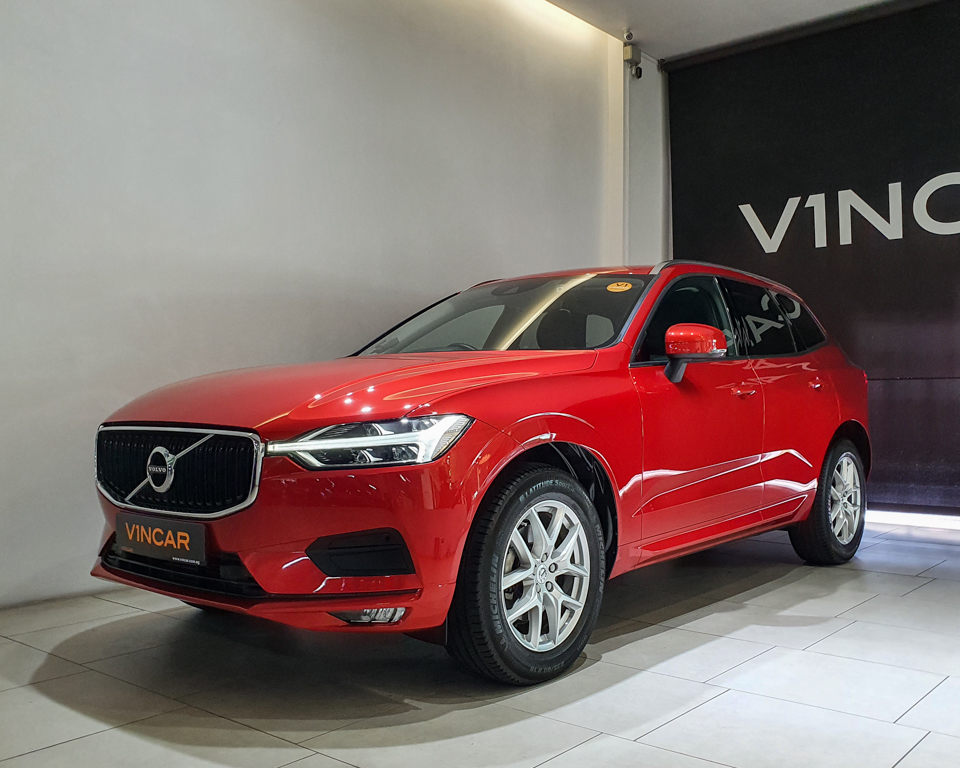 2017 Volvo XC60 T5 Momentum - Front Angle