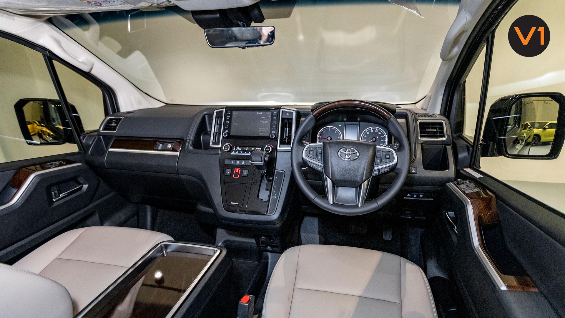Toyota-Granace-2.8D-Premium