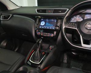 2017 Nissan Qashqai 1.2A DIG-T - Centre Console