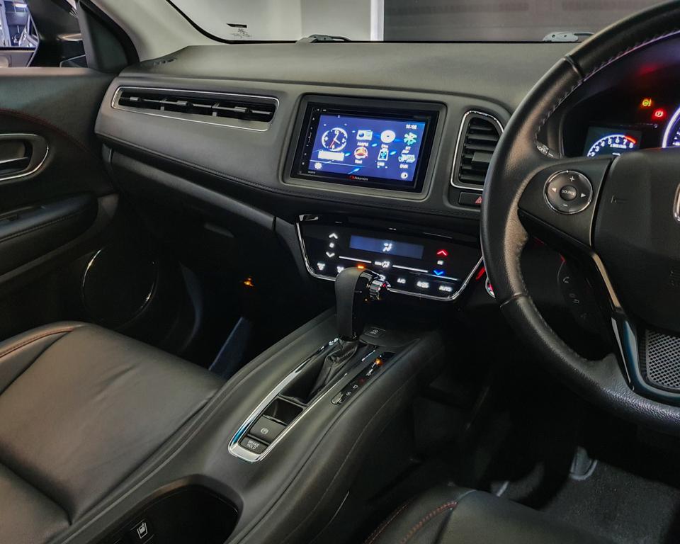 2018 Honda Vezel 1.5A X Honda Sensing - Centre Console