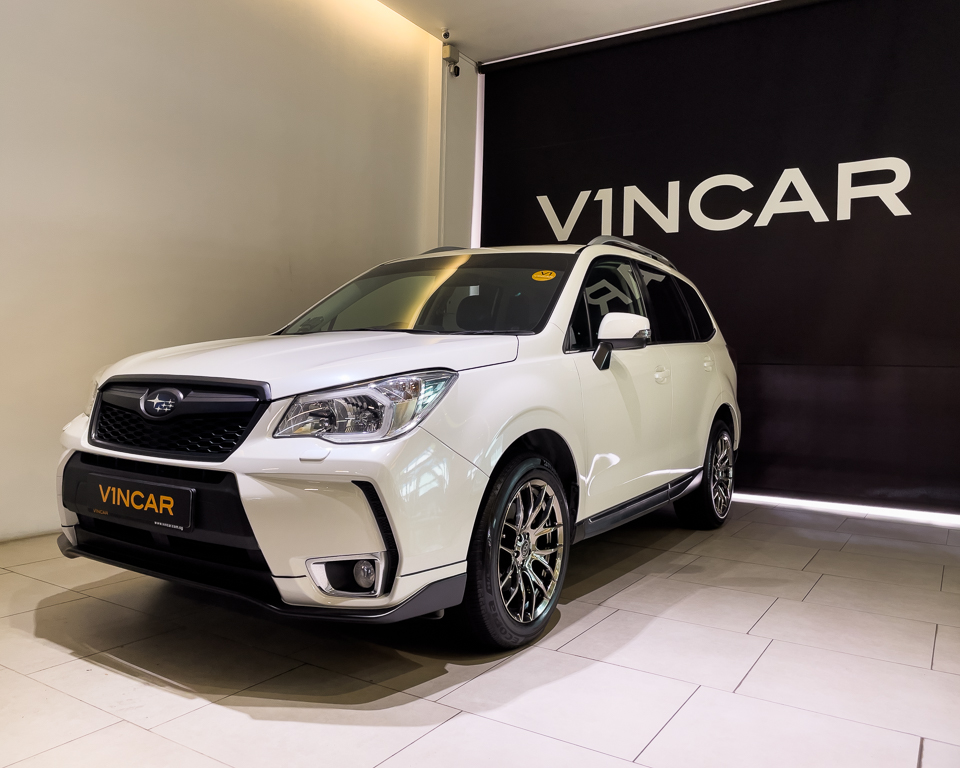 2015 Subaru Forester 2.0XT Sunroof - Front Angle