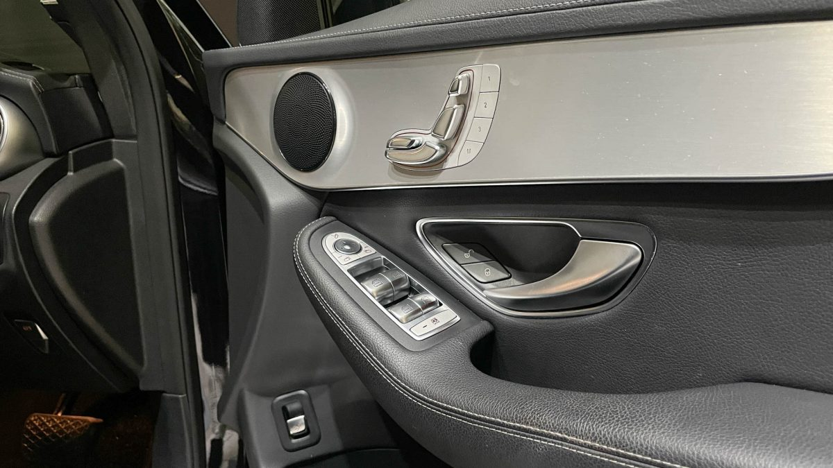 2016 Mercedes-Benz GLC-Class GLC250 4MATIC - Front Door