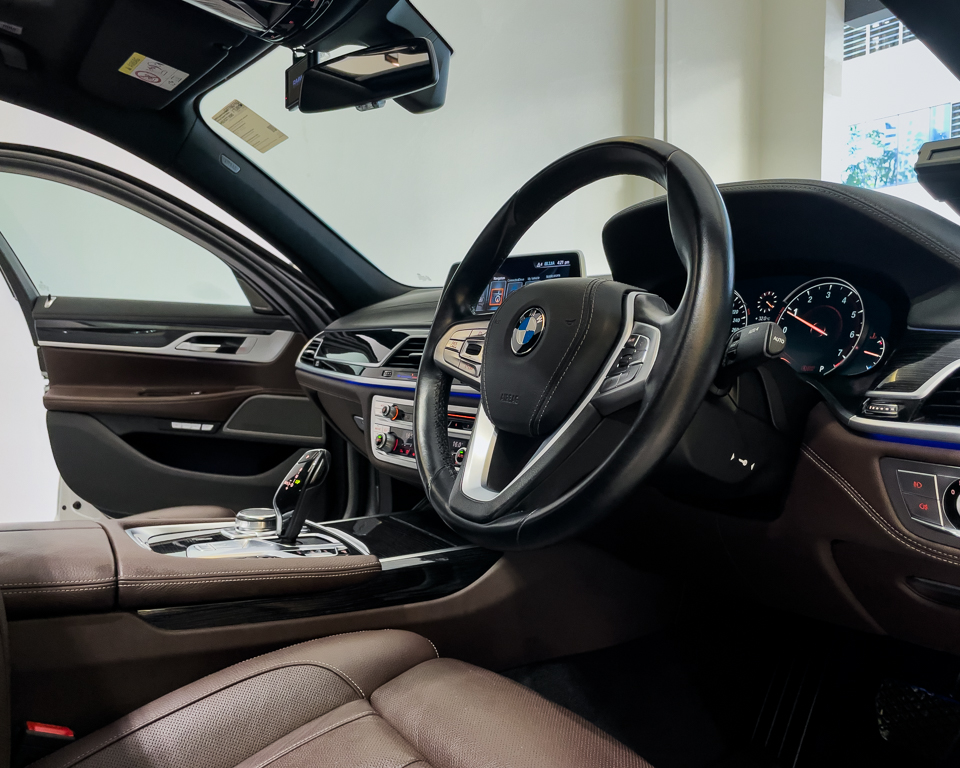 2017 BMW 7 Series 730i M-Sport Sunroof - Steering Wheel